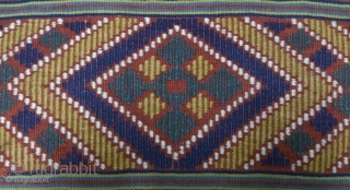 Antique Swedish kilim(Rolakan technique), no: 290, size: 107*59cm.