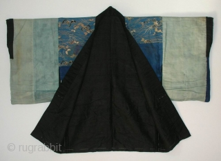 Han juban, Japan, late Edo (circa 1840), cm 120x81. The 'han juban' is an half length garment which is worn under a kimono. Those used by women were, in the past, mostly  ...