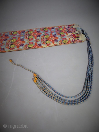 Superb Moroccan belt woven silk and brocade loom from the late nineteenth century. Bouquet staggered stylized flowers, green, red, orange, violet, sky blue, black and white on a blue lapis. Weaving and  ...