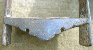 Antique persian stirrup. Size: 21 x 13,5 cm. Very heavy. Pure metal.
