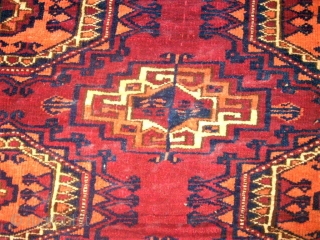 old turkmen torba. Size: 75 x 149 cm. Two edge at the top are dameged. Full pile.