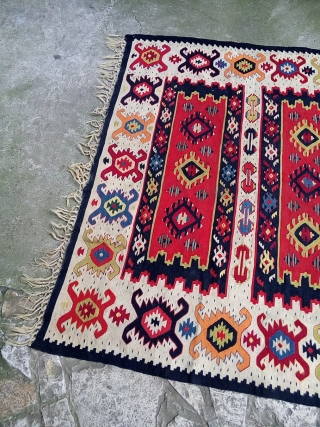 Exceptional pirot sarkoy kilim, over 100 years old, entirely  natural colors. Dimension approx. 1.5x2m.