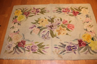 American Hooked Rug  size 4'-8 x 3'-3''