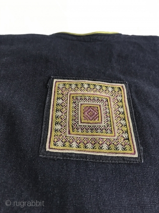 Vintage Yao Child's Tunic from the '70s in very good condition. If you collect this category, this is a good example. More Info https://wovensouls.com/products/1375-vintage-yao-tribal-embroidery-textile-art-childs-tunic-costume