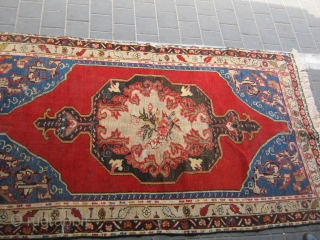 ANTIQE TURKISH RUG VEG DAY.NO REPAIR .150/220 GRAET COLORS 650$