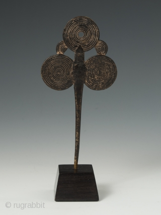 "Hairpin, ""Gratte-tetes"", Mossi people, Kaya or Bulsa region, Central Burkina Fasso. Copper alloy, 5 1/8"" (13 cm) high. Provenance: Bonhams NY, 2012, Hélène Leloup, Paris, Marc and Denyse Ginzberg, New York. 