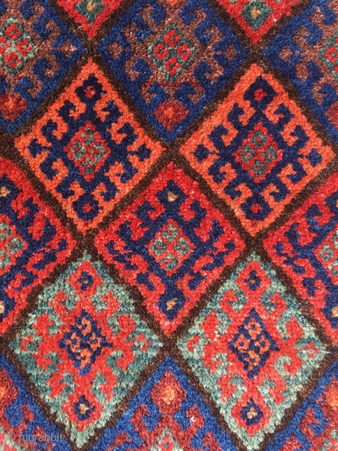Fine Jaf with Bidjar weave. Best colors, including deep indigo, apricot, purple and green. Excellent condition. Size 26.4 x 25.2 inch (67 x 64 cm). Worldwide shipping € 30. You can reach  ...