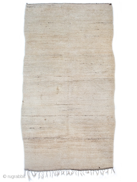Very rare, simple and elegant, older Beni Ouarain bnchgra (looped pile weaving). Confederation: Beni Ouarain Region: MIddle Atlas Age: 70's or 80's pile: looped/medium Condition: very good/minor stain size: 6'2 x 12'6
