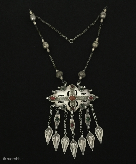 Central-Asia Ethnic Turkmen - Ersary Tribal Silver Tassel Necklace with cornalian and gemstone Fine condition ! Circa - 1900 Size - Lenght : 50 cm - Height : 15 cm - Width  ...