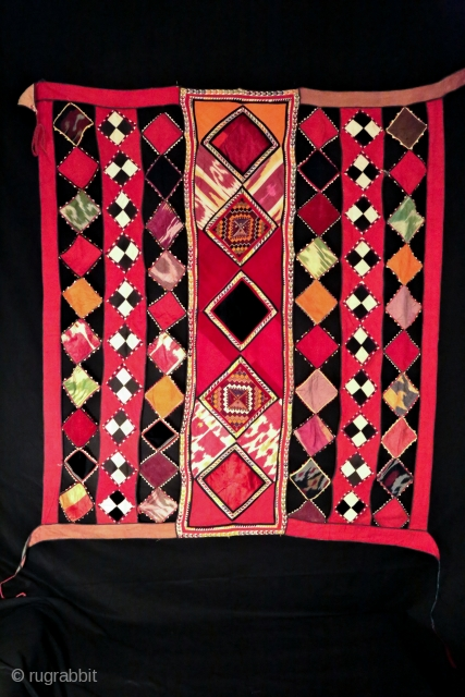 Beautiful decoration of horses , good condition , some velvet and ikat fragments and  embroidery... first twenty century  Size: 160/150 cm