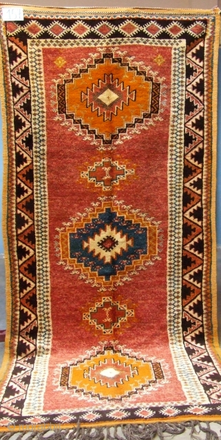 Rf 157- Ait Ouaouzguite rug ( Ait Khozama ), wool, 264 x 120 cm, circa 1990s.