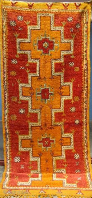 Rf 158- Anti-atlas Berber rug ( Ait Imdghare- Ait Ouaouzguite ), wool, 264 x 98 cm, circa 1975-80s.