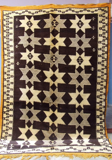 Rf 42- Berber rug ( Ait Znaga north ), natural wool colour in black-white, 273 x 151 cm, circa 1960s.