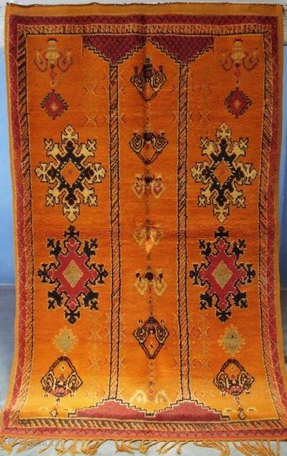 Rf 74- Berber rug ( Ait Emer-douchen ), wool, 210 x 131 cm, circa 1970s.