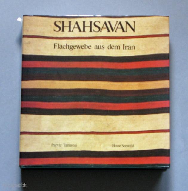 SHAHSAVAN – Flachgewebe aus dem Iran. Parviz Tanavoli, 1985 438 Seiten The book is in German. Please have a look at the other textile books on my website  www.m-beste.com   Gebundene Ausgabe: 438 Seiten Verlag: Busse-Seewald Verlag (März 1988) ISBN-10:  ...
