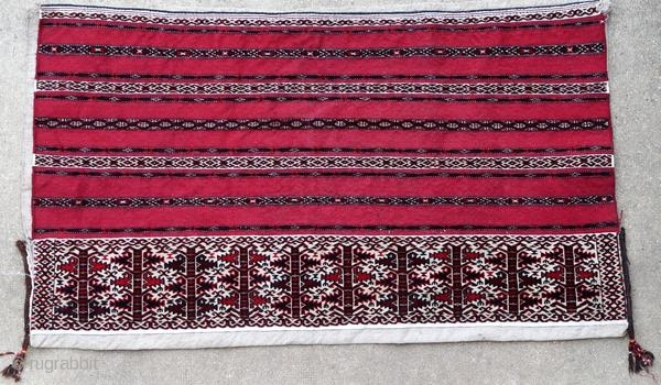 Ancient Yomut bag around 1930. Bright colors, in perfect condition with a tear.  Origin : Turkmenistan Period : around 1930 Size : 135 x 80 cm Material : wool on wool with some woven cotton band Perfect  ...