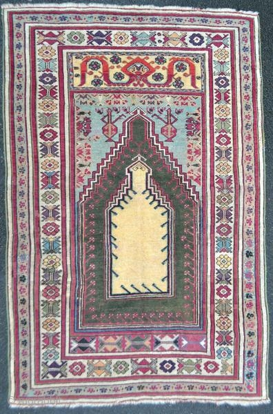 Kirsehir rug from Anatolia, around 1880 in good condition.  Origin : Turkey Period : around 1880 Size : 180 x 120 cm Material : wool on wool Good condition Vegetable dyes Handwoven  This rug has been cleaned by a professional.  ✦  ...