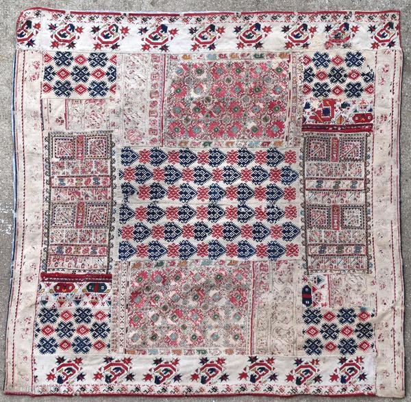 Assembly of Greek embroidery, 19th century, with some wear and an ink stain.  Orgin : Greece Period : 19th century Size : 87 x 87 cm Material : wool and silk on linen Some wear, an ink  ...