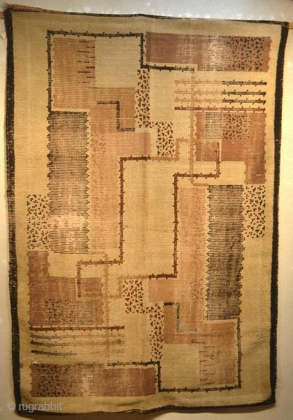 """Art Deco rug, French work. The graphics of this rug are very pure, in the style of """"Da Silva Bruhns"""" but without signature. Lined, with some wear and holes.  Origin : France Period :  ..."""