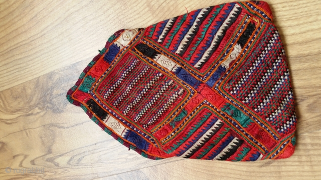 Over hundred years old,perfect colors , extremly fine needle work (pointing) 0,17 × 0,11 . From Beluchi tribal .