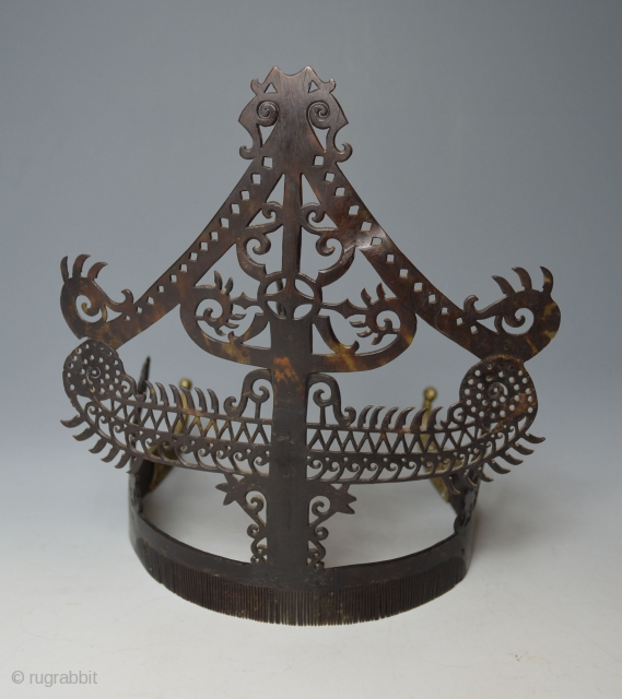 Large antique Indonesian Sumba Tribal headdress wedding comb    A stunning rare museum quality example of an old wedding comb headdress from the Sumba Island, Indonesia Hand carved from turtle shell in half-spherical  ...