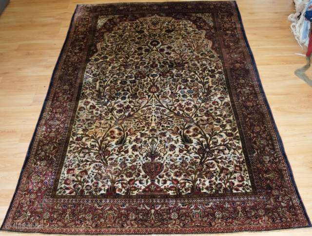 Antique Persian silk 'souf' Kashan prayer rug, on an ivory ground with a floral design.
