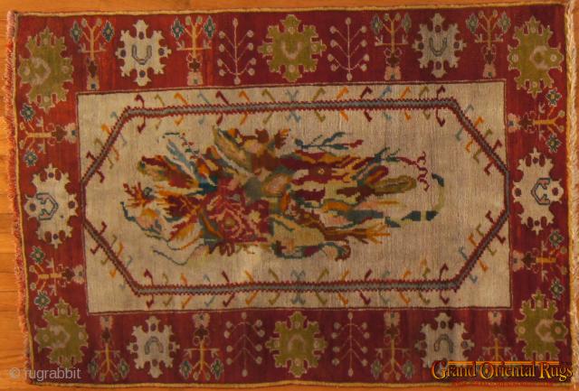 Antique Ushak, c. 1900. 3.5 x 5.5 ft (110 x 160 cm), excellent condition, minor repair on one corner.