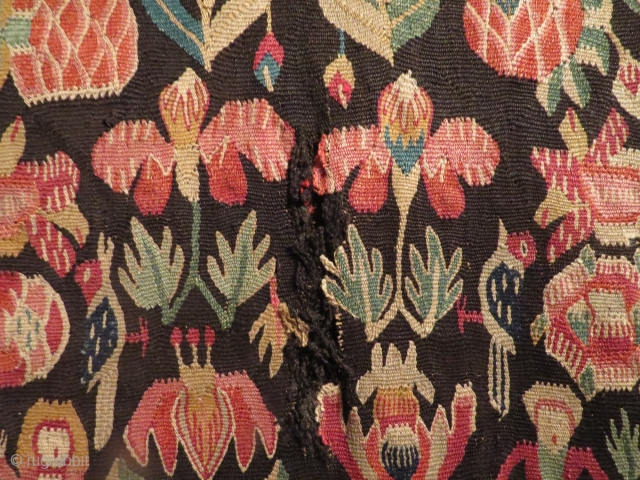 Skånsk agedyna, 1780-1820, antagligen tillverkad utanför Lund. Skicket är inte det bästa men färger och patina gör sitt för att uppväga det.