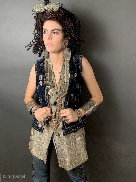 Bulgarian vintage vest with metalic thread embroidery. size s -M
