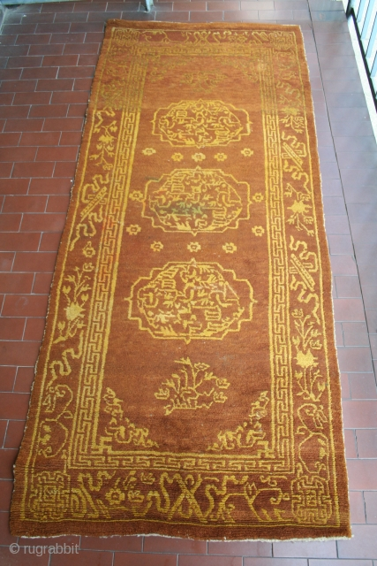 Tibetan short monastic runner, circa 194 x 81 centimeters, clerical colors, strong abrash at one end, excellent condition, no repairs, not even cleaned, good price: 2,100 euro plus shipping.