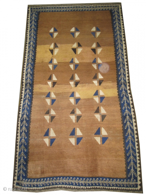 "Gabbeh Nomad Persian, circa 1910, antique. Collector's item. Size: 241 x 131 (cm) 7' 11"" x 4' 4"", carpet ID: K-1118 