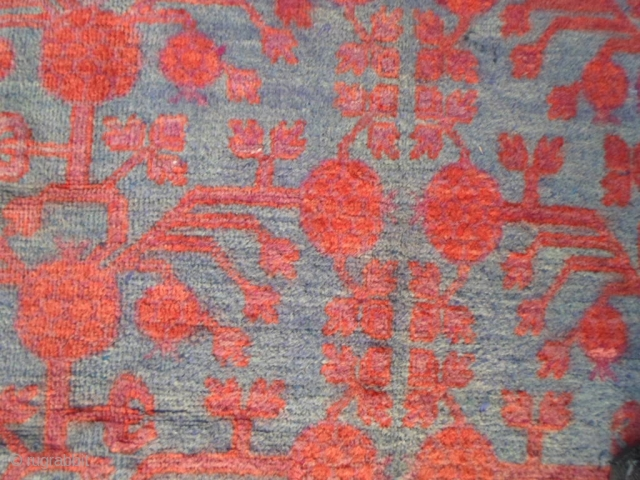 349 x 171 cm. Antique piece knotted in East-Turkestan, Xinjiang, Oasi