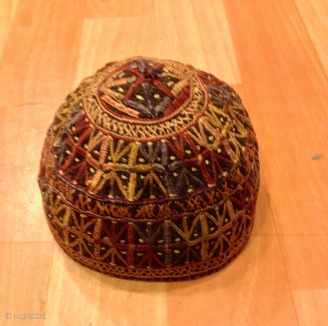 That old turkoman hats İt is all by handmade For decorative your Home   Head circumference 7,80 inç. ( 20 CM. ) Height : 10 cm  FAST WORLDWIDE SHIPPING by FEDEX EXPRESS almost within 3 to 5  ...