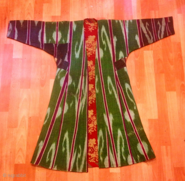Turkmen ethnic ikat kaftan coat  Size:  height: 105 cm Under arm : 50 cm Shoulder size : 50 cm   Please feel free if you have any kind of question  Shipment is world wide door to door step...  FAST  ...