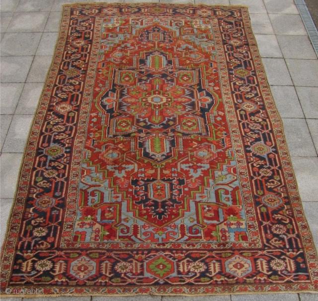 Antique Persian Heriz rug. Size: ca. 320cm x 205cm / 10'5 x 6'8'' More pictures on www.najib.de