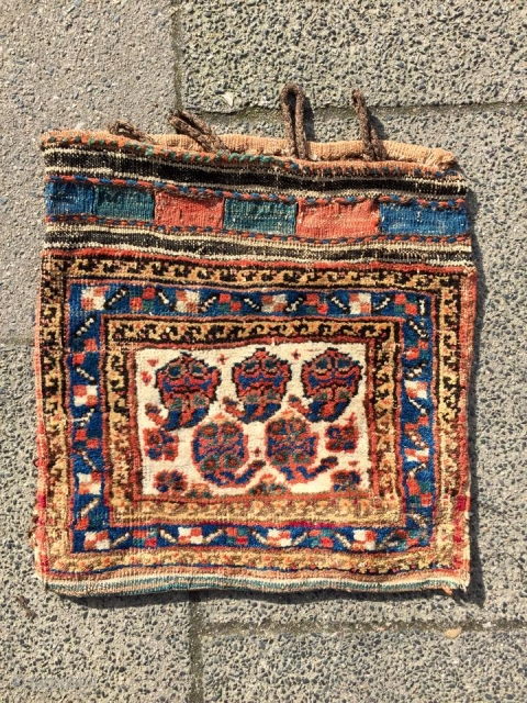 Antique Afshar bag. Well drawn bottehs on an ivory ground. Nice collector´s piece. www.najib.de Like us on Facebook: Najib Gallery
