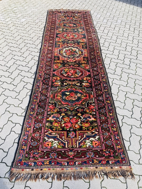 Antique Persian Bakhtiari tribal rug woven on a wool foundation. French flower or so called Gol Farang design. Size: ca. 410x118cm / 13'5''ft x 3'8''ft. Very good condition.