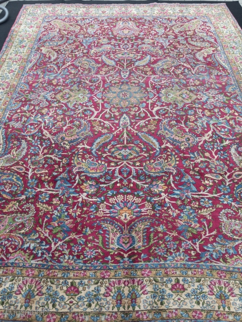 Fine antique Persian Kirman Ravar carpet. Size: 380x275cm / 12'5''ft x 9'1''ft, little old moth damage in the border (see picture)