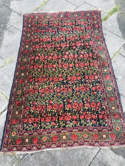 Bed of roses: Antique Kurdish Bidjar Gerus rug, age: 19th century. Beautiful colors including a very nice pistachio green. Wool foundation, size: ca.200x130cm /  6'6''ft by 4'3''ft