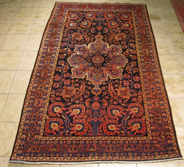 Fine antique Persian Sarouk rug, circa 1910. Size: ca. 240x145cm / 7'9''x4'8''ft