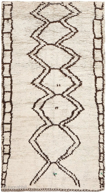 """Vintage Moroccan Beni Ourain Berber Rug 47780, Size: 4'3"""" x 8"""", Morocco, Mid-Twentieth Century - Here is a beautiful vintage rug - a Berber carpet, woven by the widely admired and celebrated  ..."""