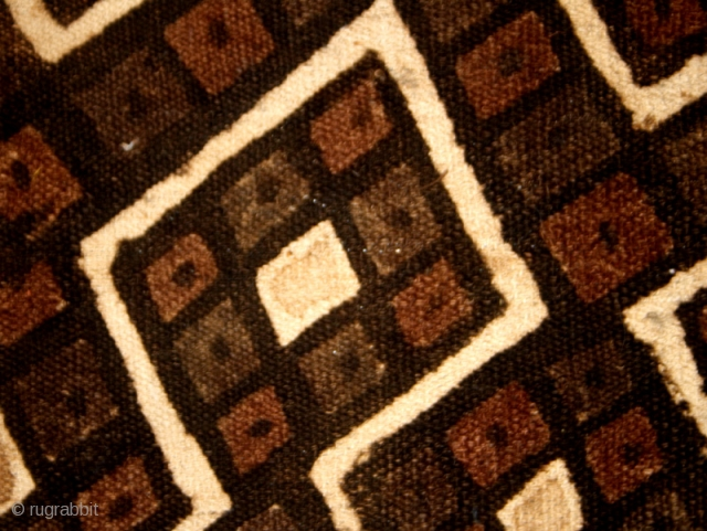 Precolumbian textile fragment cod. 0448. Camelid fiber traditional pigments. Chankay colture. Perù. South America. Circa 1000 - 1460 A.D. Good condition with some stains. Cm. 46 x 79 (18 x 31 inches).  ...