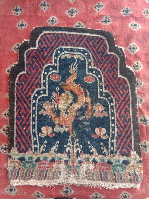 tibetan throneback which can be dated prior to 1900 are rare.. very good attrativ colors, wool on wool.super soft handle top quality tibetan wool..