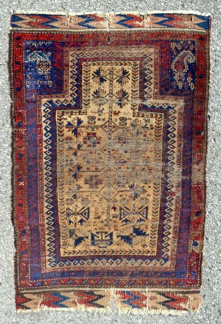 Super old small Timuri Baluch prayer rug. Circa 1850. Thin.