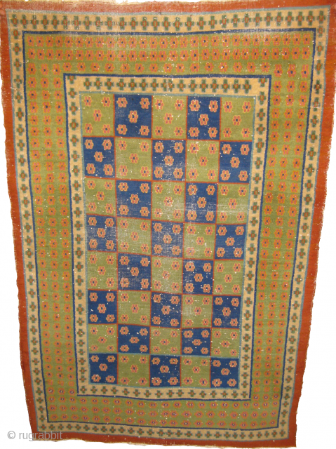 Old rug size: 3 x 5 ft condition: some wear place's, cotton foundation & wool pile.