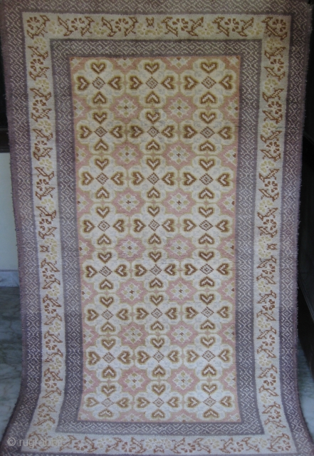 Old Cotton Agra Carpet in mint condition size 6 x 4 ft.
