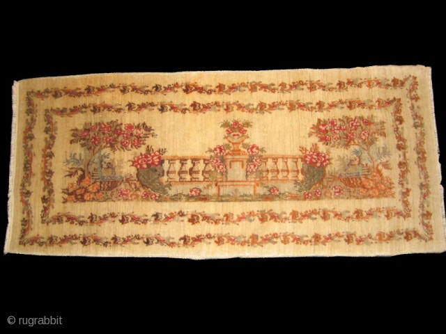 Antique Sivas Zareh Penyamin nice velvety wool that must be touched. It looks a lot like a French court scene similar to old Bessarabian rugs.I think it would be best for it  ...