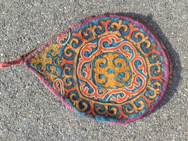 Rare Mid 19th century central Asian Kirghiz felted bag , wool embroidery chain Stich; backside flat woven Kilim camelhair collectible item size circa 27cm diameter