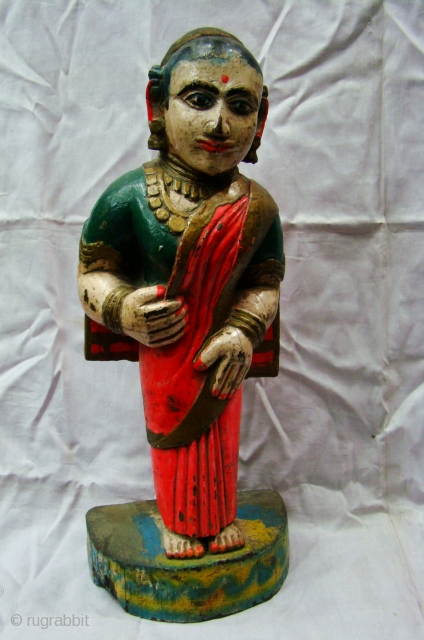 Ethnic Wooden Statue.    Wooden Women Statue from Maharashtra Central India , Natural colors painted in Good Condition.   Traditional Maratha Family Women.   Size: 12 x 18 x 43 Cms.   Teak Wood.   Including  ...