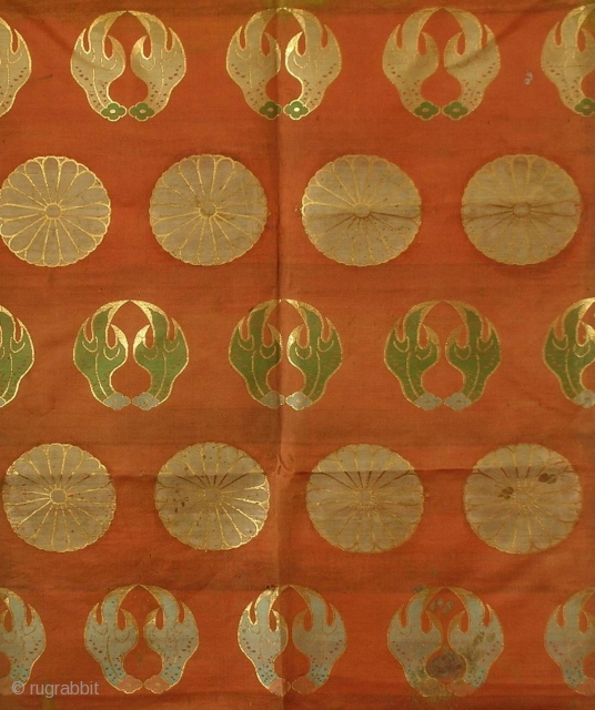 Silk temple cloth, Japan, Edo (18th century), cm 215x66. This is an 'uchishiki', a cloth of rich silk used to decorate altars in Buddhist temples. The origin of the uchishiki can be  ...